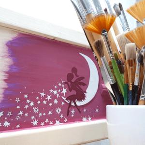 Beschilderde uitvaartkist door Vanessa van Munster