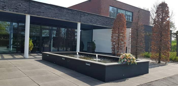 Uitvaart drive-through (drive-thru / drive- in) bij het uitvaartcentrum van Dunweg in Hoofddorp