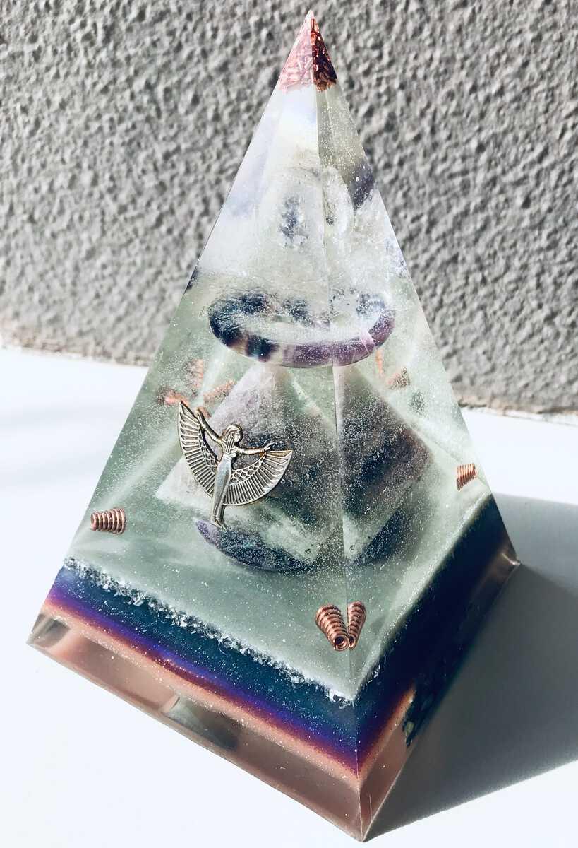 Orgonite piramide als mooi aandenken aan uw dierbare