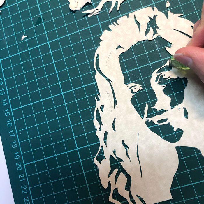 Uitsnijden van een silhouet - Candle Portrait