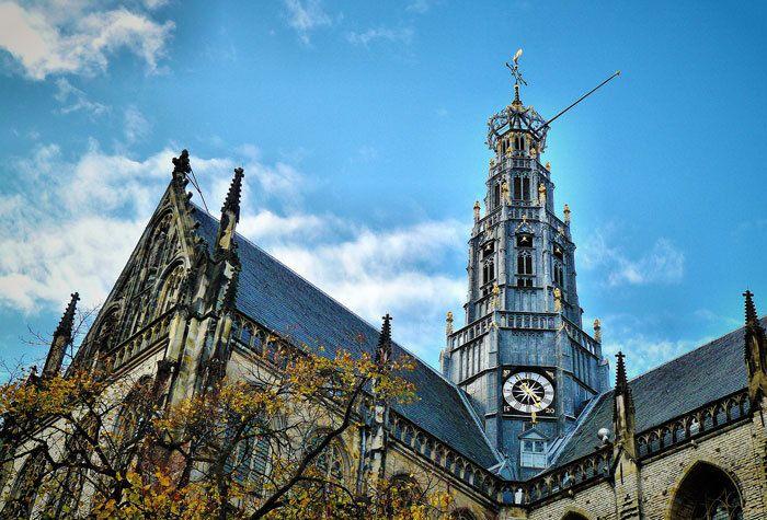 Uitvaartdienst in de Grote of St.-Bavokerk in Haarlem