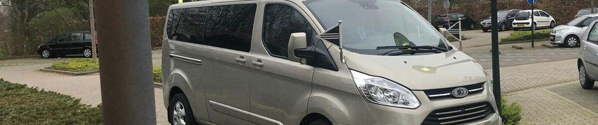 Ford overbrengauto bij uitvaartcentrum Dunweg in Hoofddorp