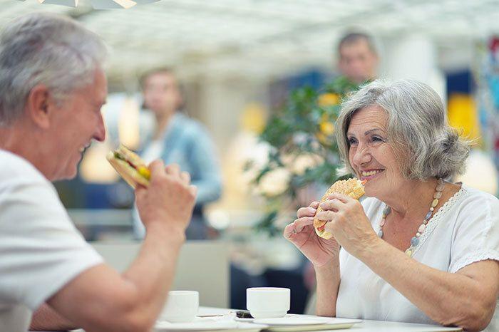 Herinneringen - Samen uit, een broodje eten