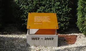 Gedenkteken ter ere van het 150-jarig bestaan van Begraafplaats Zwanenburg