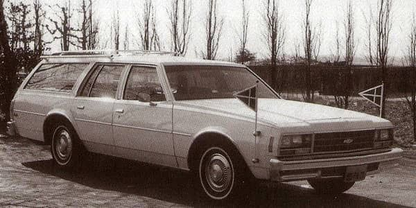 Nederlandse primeur: de eerste witte lijkauto