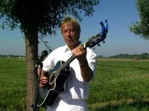Gitarist Casey Brooks zal tijdens de Open Dag van Van der Putten & Dunweg optreden